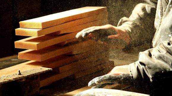 ¿Conoces las implicaciones de trabajar en un ambiente con polvo de madera?